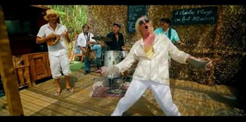 Vidéo: On mange, on chante et on danse au Restaurant de la Famille du Gobie Bleu ... avec Le Tonton Dgé et les Copains ... -