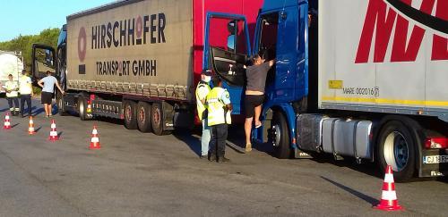 Chassés-Croisés estivaux: Contrôle de l'Interdiction de Circulation des Poids lourds et des Autocars transportant des Enfants -