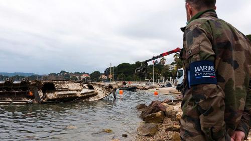 Relevage d'Epaves sur le littoral de la Commune de La Seyne-sur-Mer par les Plongeurs-Démineurs de la Marine nationale -